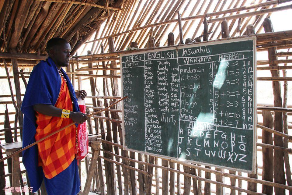 [坦尚尼亞]  Tanzania 拜訪深山內的馬賽村落 Maasai Village、與村內幼兒園小孩互動分享